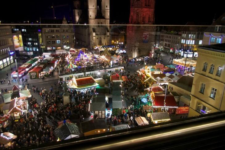 halle saale weihnachtsmarkt von oben fotografiert