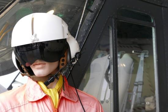 pilot am hubschrauber bereit zum starten