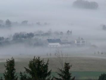 das tal am otzberg in dichtem nebel