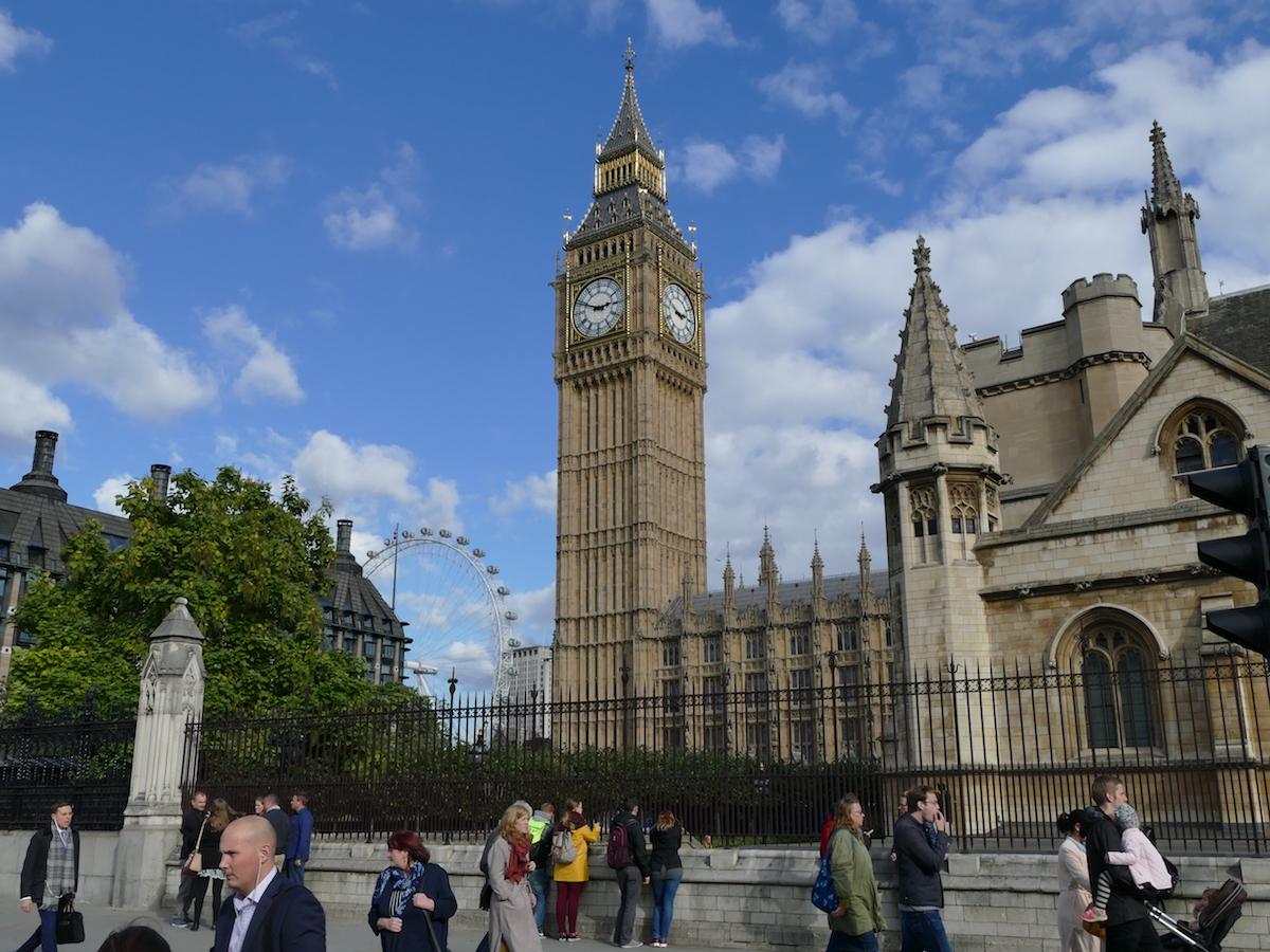 der big ben in london von weitem