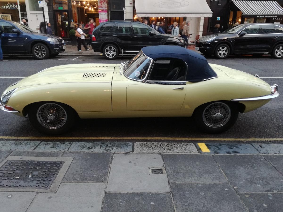 sportwagen aus den sechzigern in london