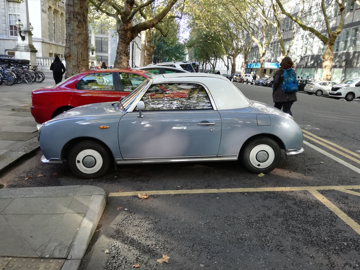 oldtimer auf der strasse in london