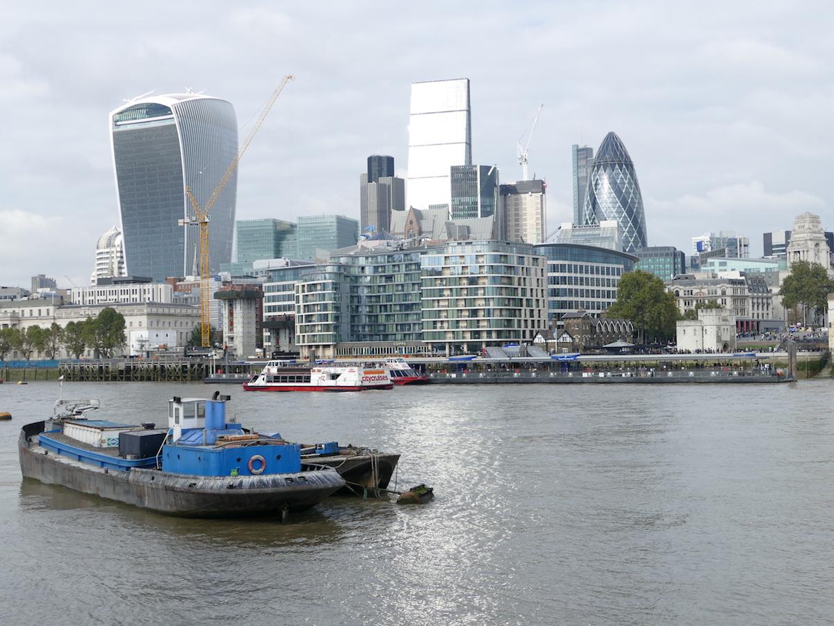 skyline von london von der themse aus gesehen