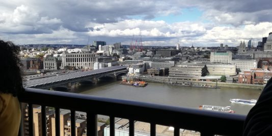 aussichtsterrasse des tate modern in london